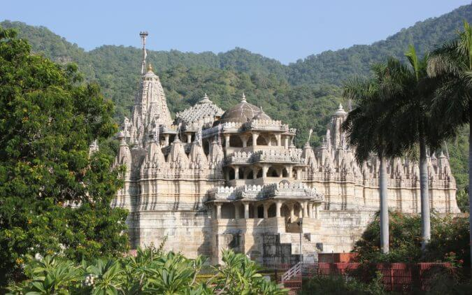 Chaumukha_Jain_temple_at_Ranakpur_in_Aravalli_range_near_Udaipur_Rajasthan_India