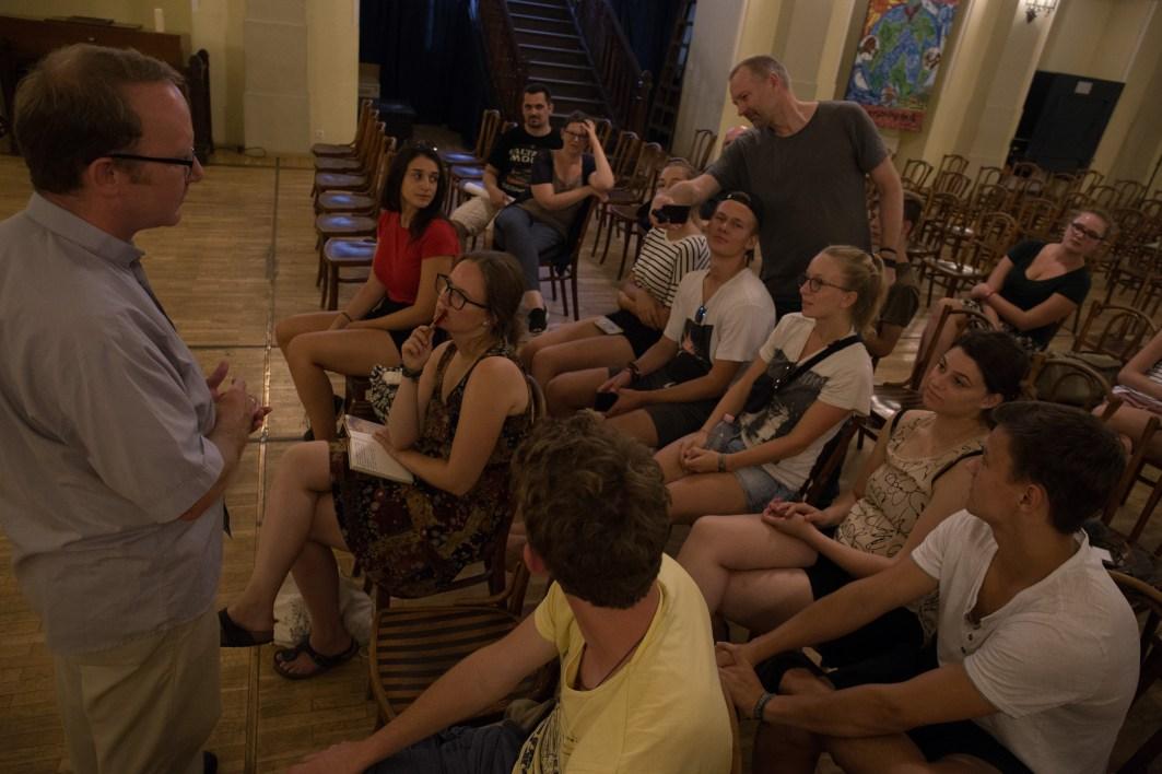 Fragerunde mit dem Pfarrer der Schottischen Mission Budapest