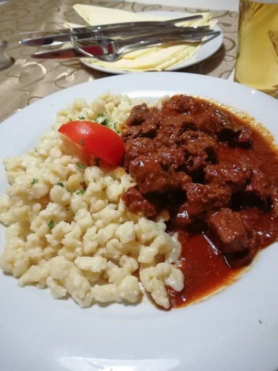 Wer einmal in Budapest ist, sollte natürlich auch traditionell ungarisches Essen probieren!