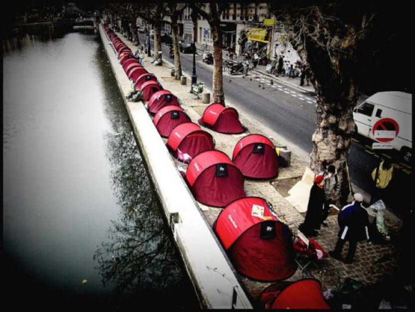 Picture of tents used by Médecins du Monde for their guerrilla marketing