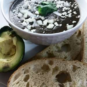 This Hatch Green Chile and Black Bean soup is ready in less than a half hour, and is a deliciously filling weeknight meal that packs a nutritional punch. It also makes great leftovers! Vegetarian | Vegan | Soup | Recipe | 30 Minute Meal