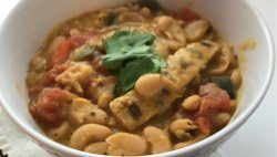 This White Bean and Chicken Vegan Chili Recipe is SO easy. Throw it together, come back in a few hours & enjoy a delicious, spicy bowl of comforting chili. VEGAN | VEGETARIAN | CHILI | CHILI RECIPE | MEATLESS
