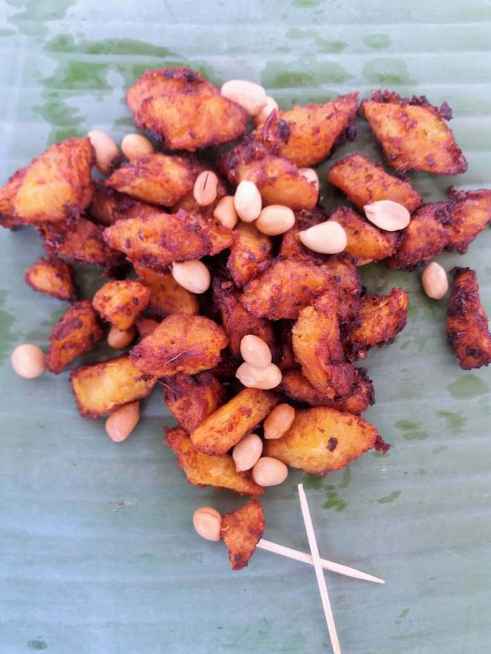 Kelewele (Spicy fried plantains): these are one of the favourite Ghanaian street foods. It is basically ripe plantains seasoned with a lot of spices and fried.