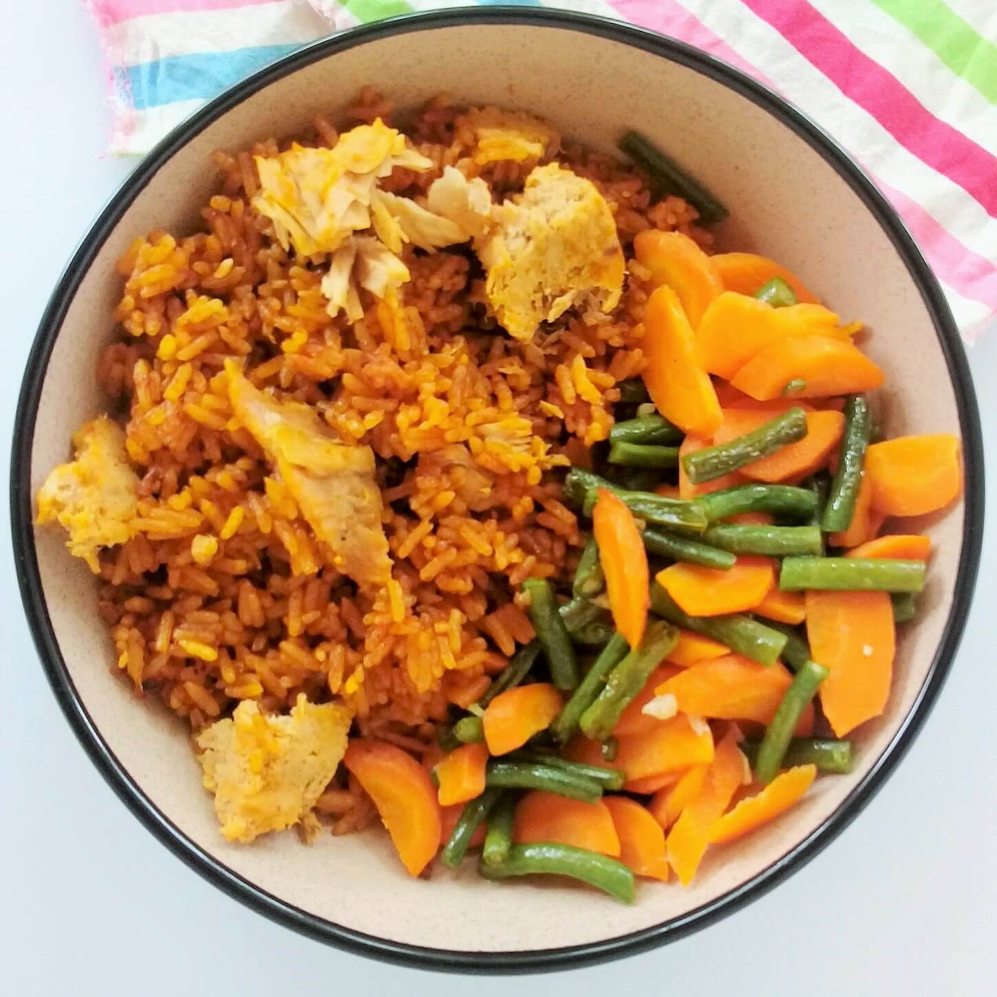 Jollof with tuna, carrots and green beans