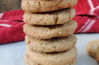 Meet cinnamon, nutmeg and ginger in this spiced brown sugar cookies or biscuits.