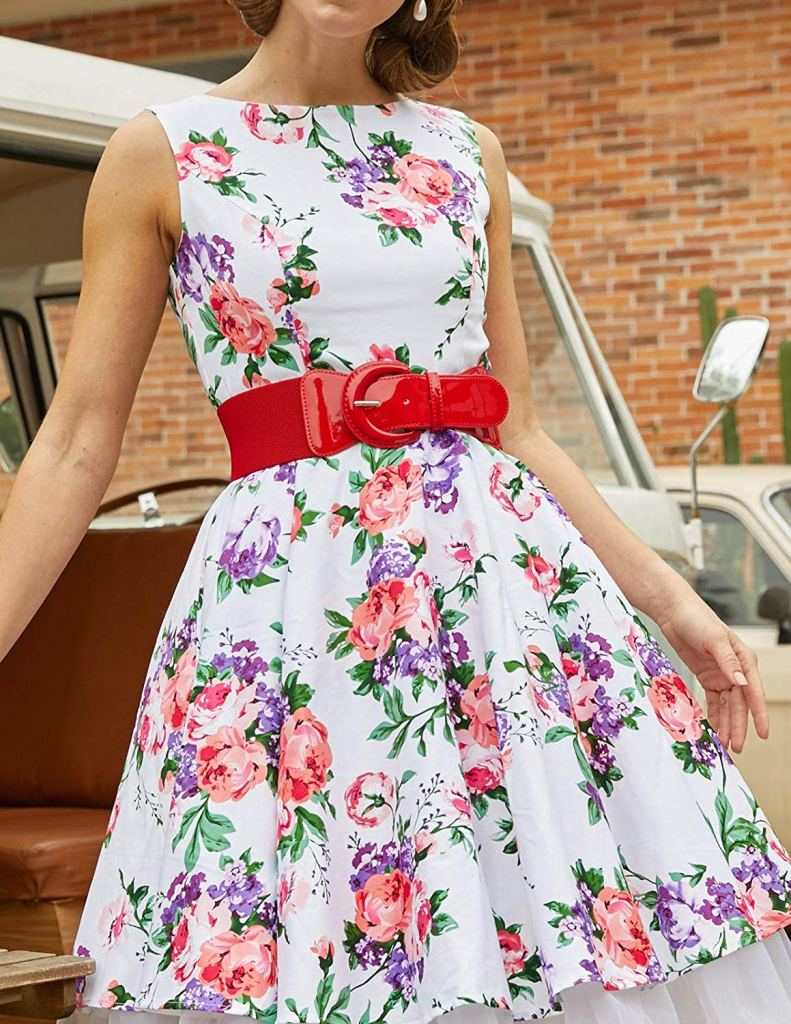 27 Graceful Plus Size Women Outfit and Dress For Everyday - A woman standing in front of a cake - Dress