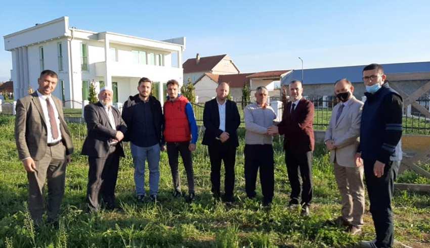 Ekrem Dragusha dhuroi truallin për ndërtimin e xhamisë në fshatin Rufc i Ri