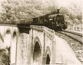 Locomotiva cu aburi pe viaductul Schlucht