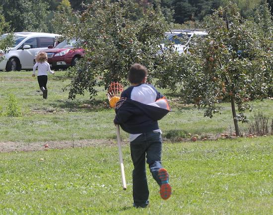 10 Apple picking 2014 kids running