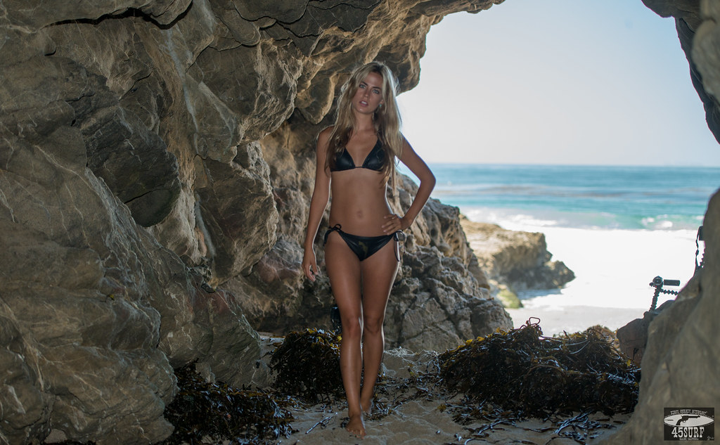 Nikon D800 Photos of Bikini Swimsuit Model Goddess in Sea Cave