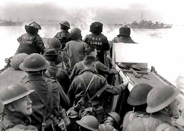 Canadian troops land on D-Day, Second World War