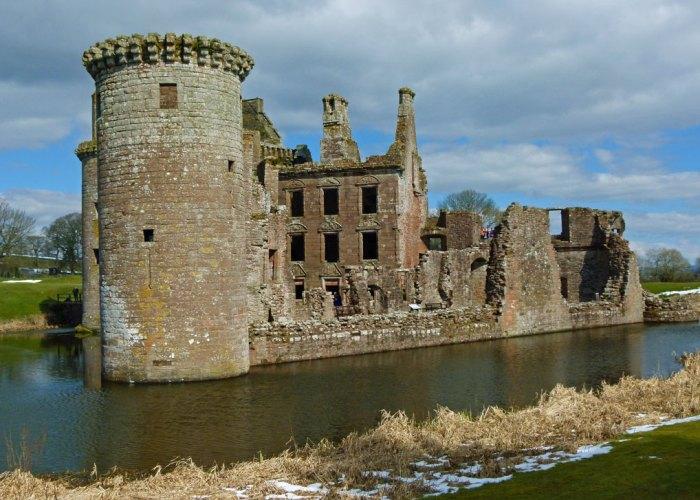 visit Caerlaverock Castle