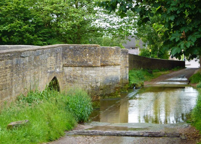 Geddington - bridge and ford over the river Ise