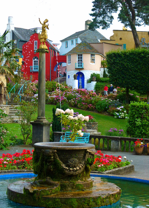 Portmeirion - fountain in the Piazza