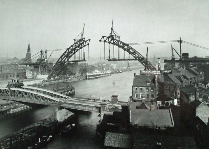 Tyne Bridge under construction (1925-28)