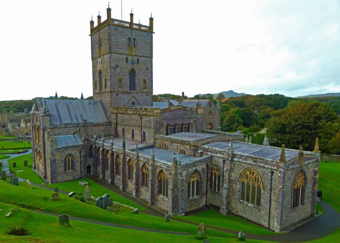 St Davids Cathedral, largest in Wales, smallest city in Britain, River Alun