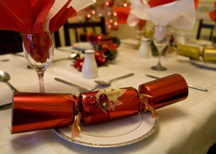 Christmas cracker, traditions, Britain