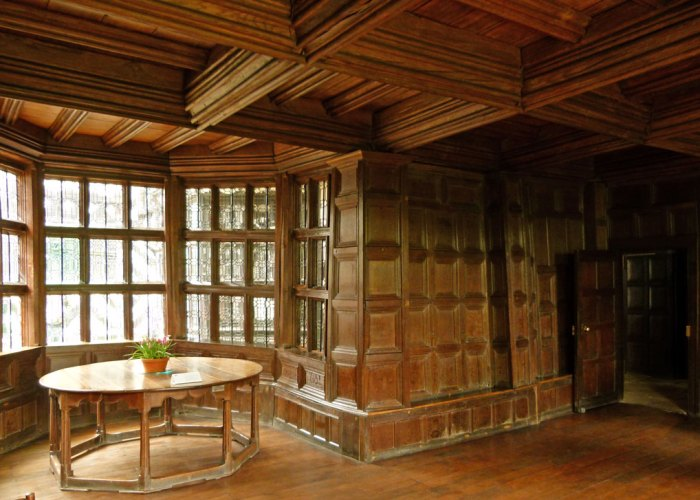 Little Moreton Hall, withdrawing room, Tudor house, Cheshire