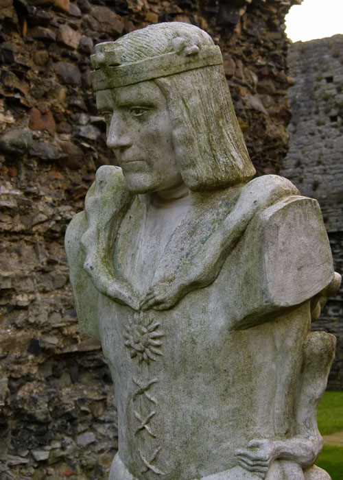 Richard III, statue, Linda Thompson, Middleham