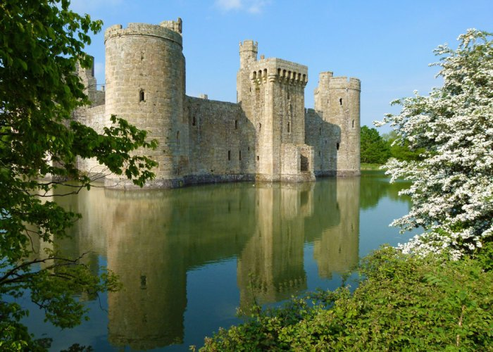 Things to do in Britain, visit a romantic castle
