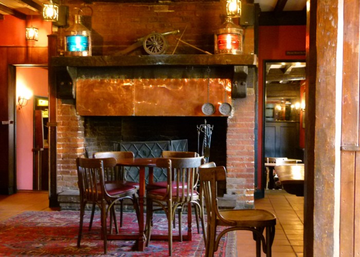 Master Builder's Hotel, bar, Bieulieu, Buckler's Hard, Hampshire