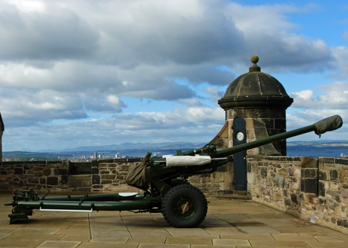 Edinburgh Castle, One o' Clock Gun, maritime traditions, keeping time