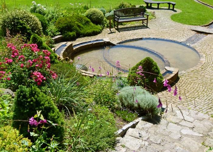 Vesica pool, Chalice Well, vesica piscis, visit Somerset