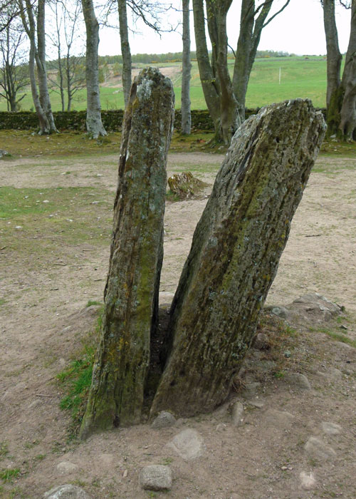 Clava Cairnns, Outlander, paired, cleft, standing stone