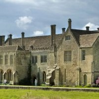 Through cloisters and gardens - a visit to Lacock Abbey