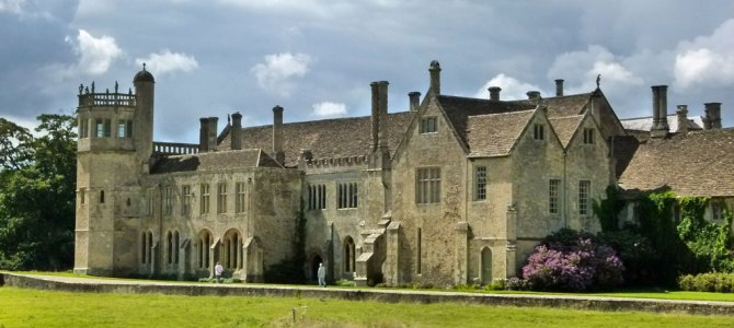 Through cloisters and gardens – a visit to Lacock Abbey
