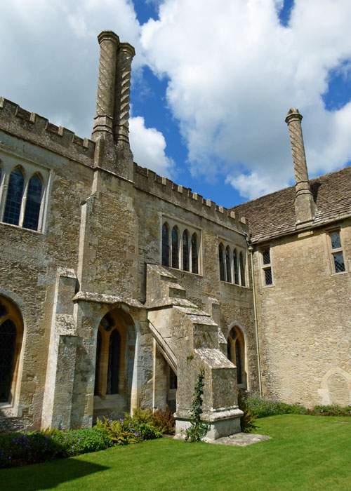 Lacock Abbey, places to visit in Britain