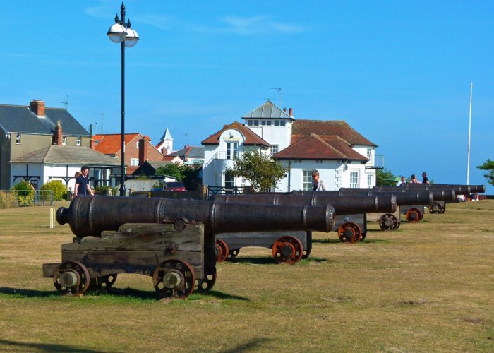 Gun Hill, cannons, Southwold