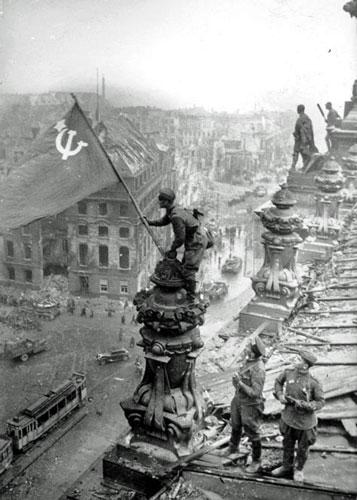 VE Day, Reichstag, Soviet flag