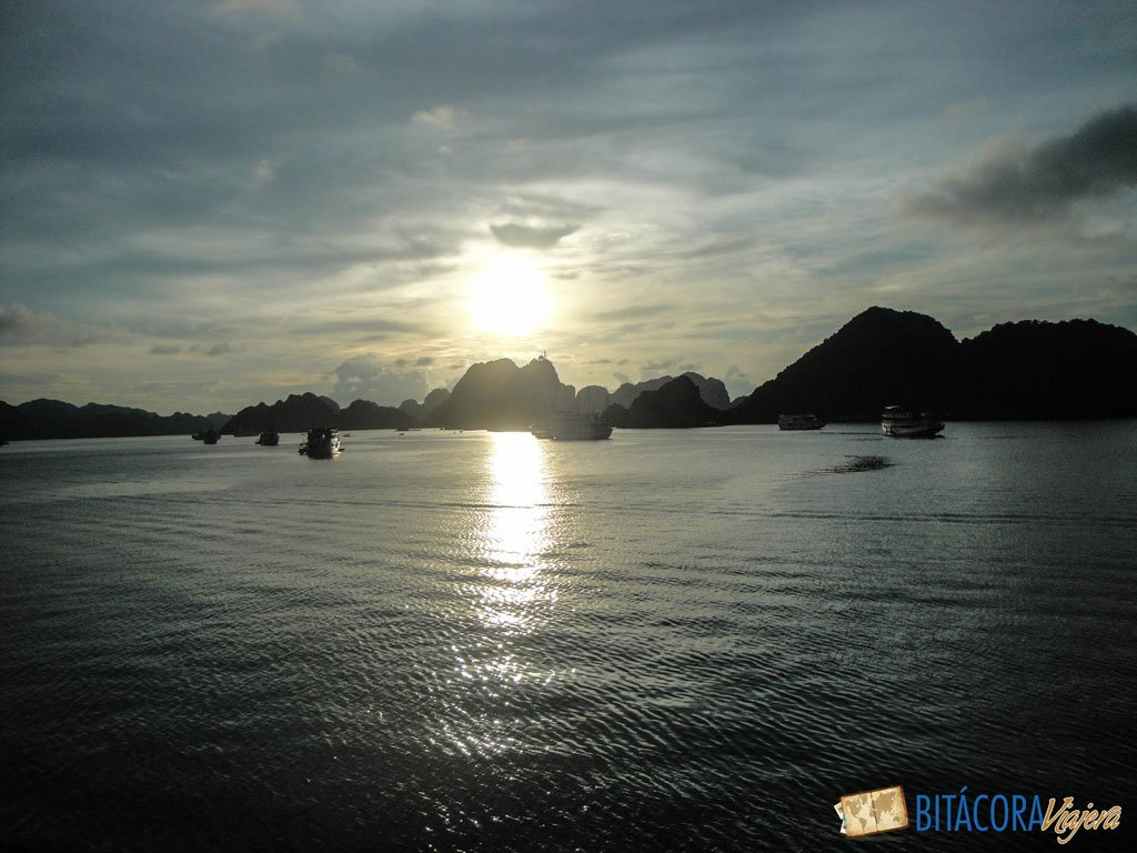 halong-bay-vietnam-13
