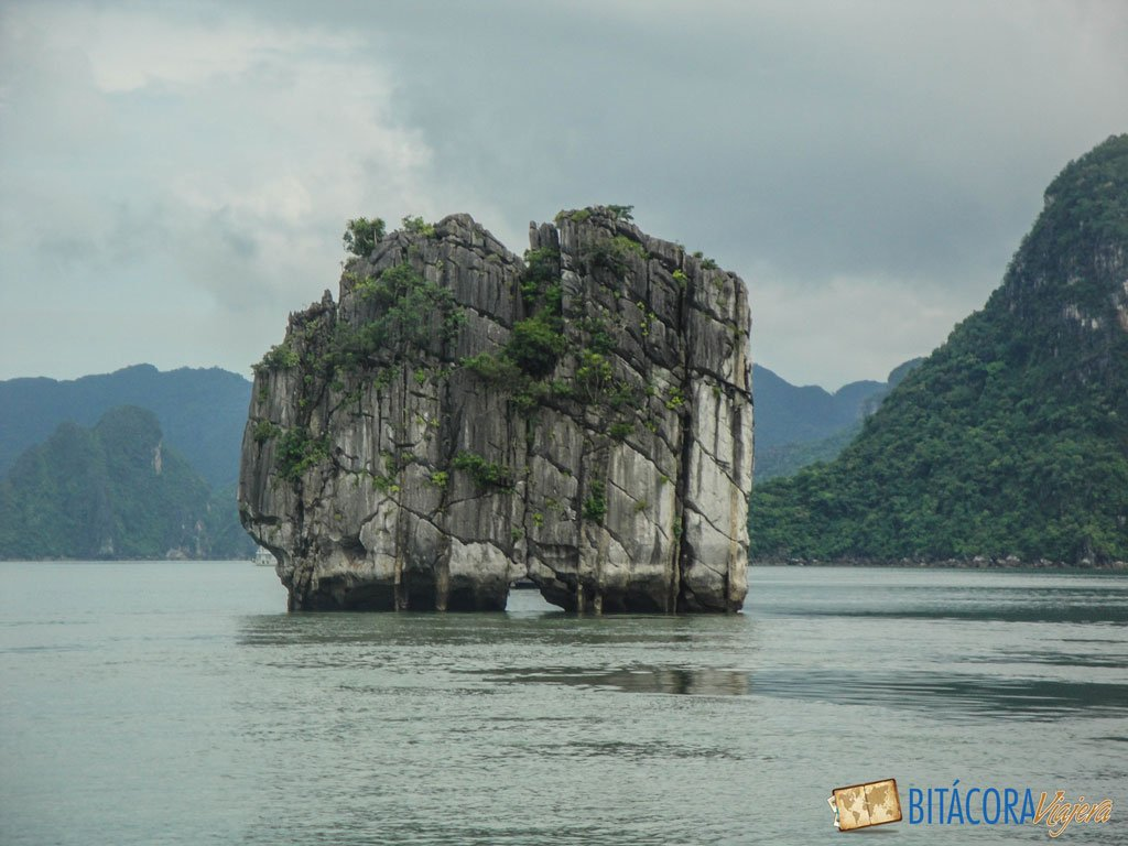 halong-bay-vietnam-5
