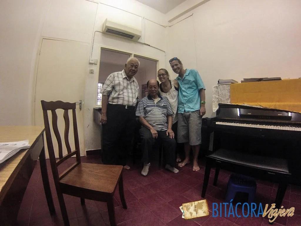 Anthony y su hermano, el profesor de piano, después del concierto privado que nos ofrecieron