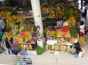 Puesto de venta de frutas. Mercado 9 de octubre.