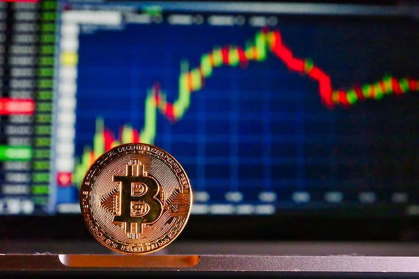 Bitcoin Drops Below USD 10,000, Erases 24 Hour High in Minutes