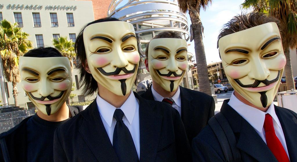 Geldwäsche_Vincent_Diamante_Anonymous_at_Scientology_in_Los_Angeles_flickr