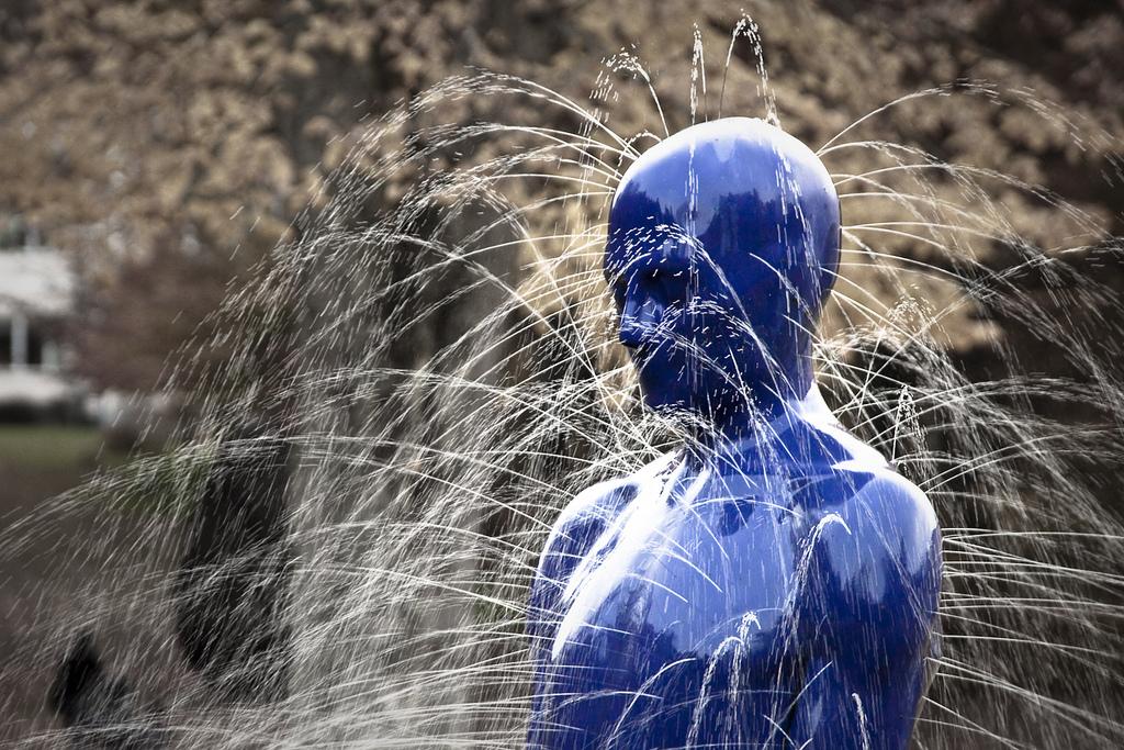 zw_Fredrik_Linge_Leaking_Sculpture