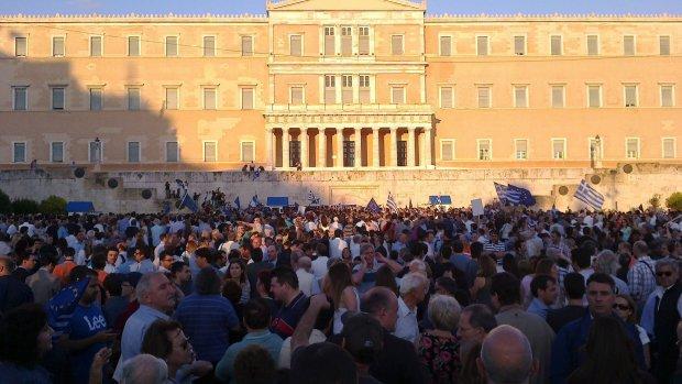 """""""We remain in Europe"""": Pro-Europa-Demo vor griechischem Parlament. Foto von alk_is via flickr.com. Lizenz: Creative Commons"""