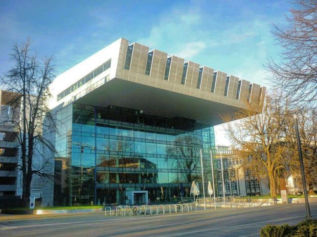 """Das """"SuperC"""" - das Hauptgebäude der RWTH Aachen. Bild von Nima j72, Lizenz: Creative Commons"""