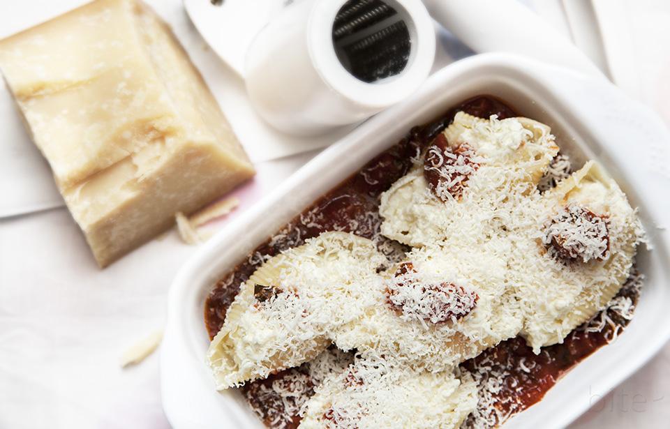 Marinara sauce for oven baked ricotta stuffed pasta shells / bitebymichelle.com