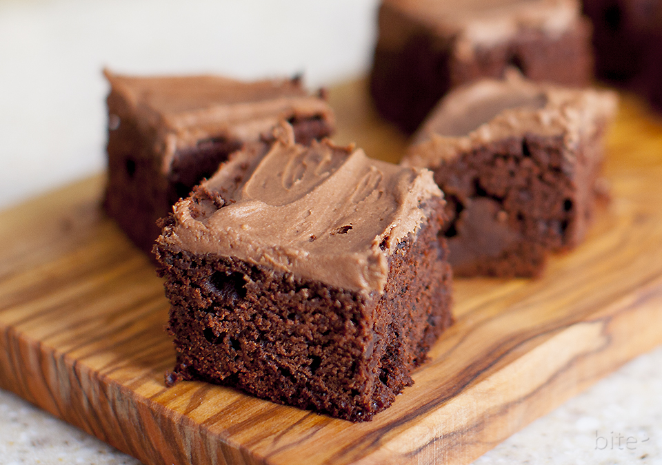 chocolate chunk brownies with chocolate fudge frosting / bitebymichelle.com