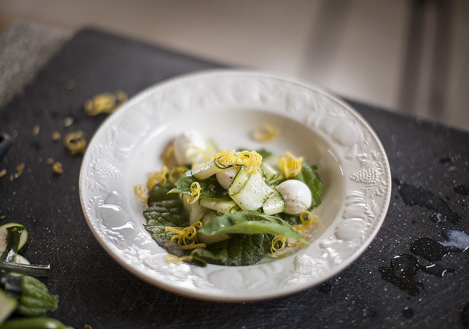 zucchini, mozzarella and fresh peach salad in lemon vinaigrette l bitebymichelle.com