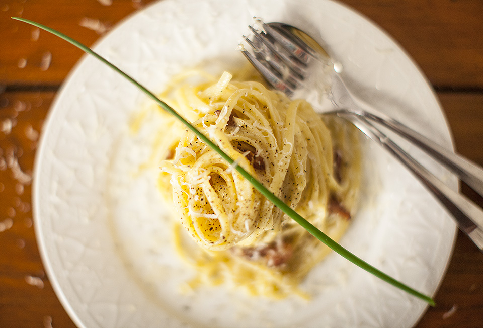 spaghetti carbonara - simple and stunning l bitebymichelle.com