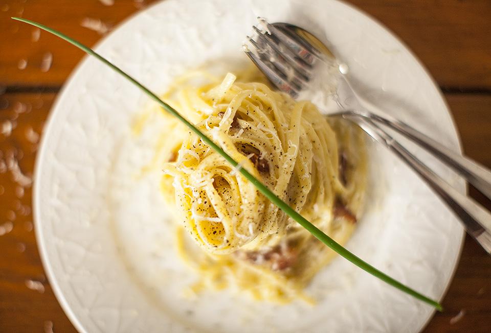 spaghetti carbonara - simple and stunning l bitebymichelle.com