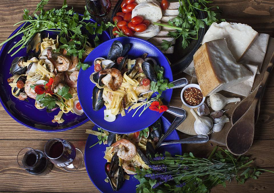 scoglio – pronounced skolyo – a seafood pasta