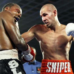 Jose_Pedraza_vs_Mikkel_Les_Pierre_action11