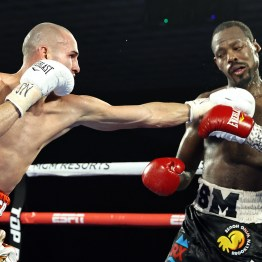 Jose_Pedraza_vs_Mikkel_Les_Pierre_action8